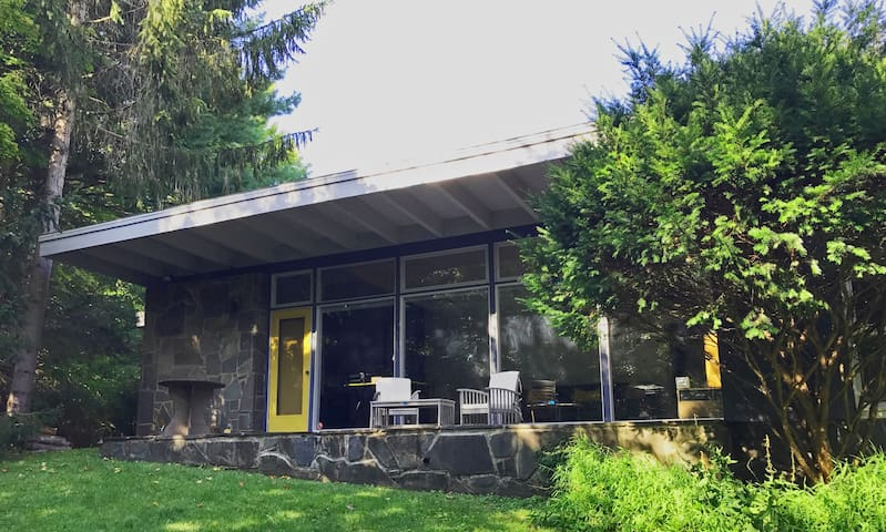 Woodstock Modern Gem, Glorious Heated Saline Pool