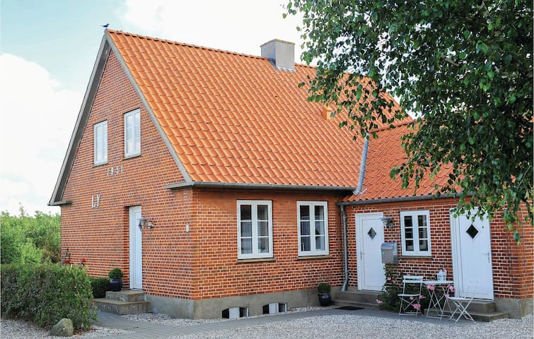 Holiday cottage with 2 bedrooms on 70m² in Ribe