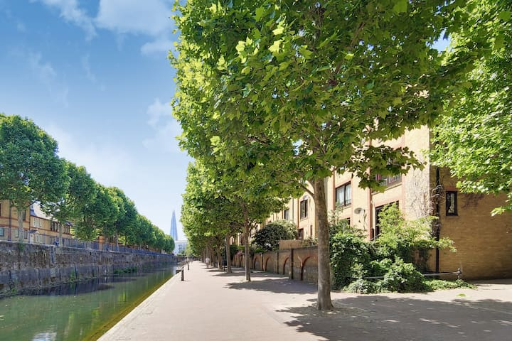 Walk to Tower bridge from your Lakeside home