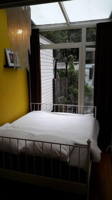 Double bed 180x200.
