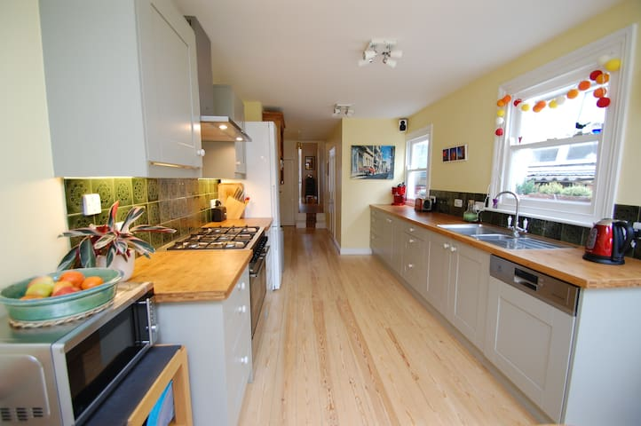 Large Victorian 3-bed family house with garden