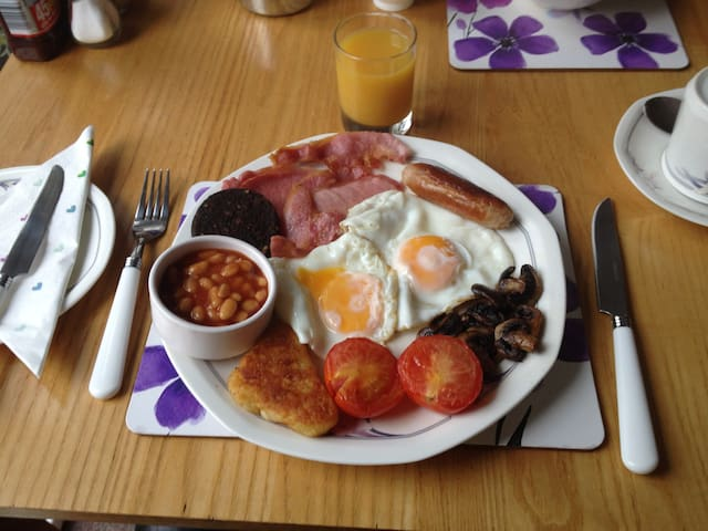 Full cooked breakfast for guests at Gwynfa.