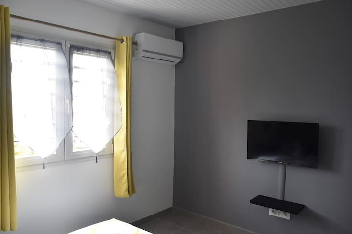 chambre 1 (tv +clim)