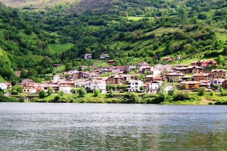 Casa rural completa con vistas al pantano de Tanes - Asturias - บ้าน