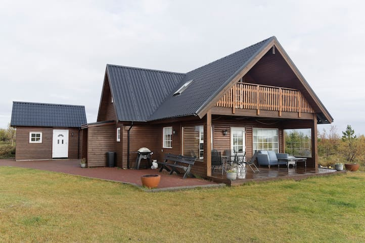 Warm Family Cabin - Ideal Location!