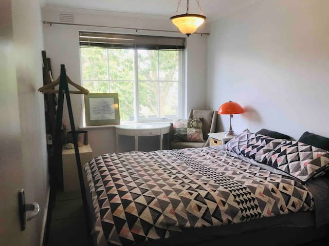 Self contained flat 2mins from station