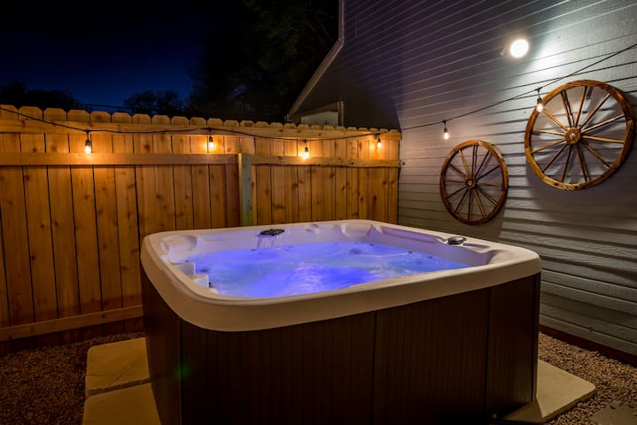 Columbus Cottage-  Hot tub- Girls weekend