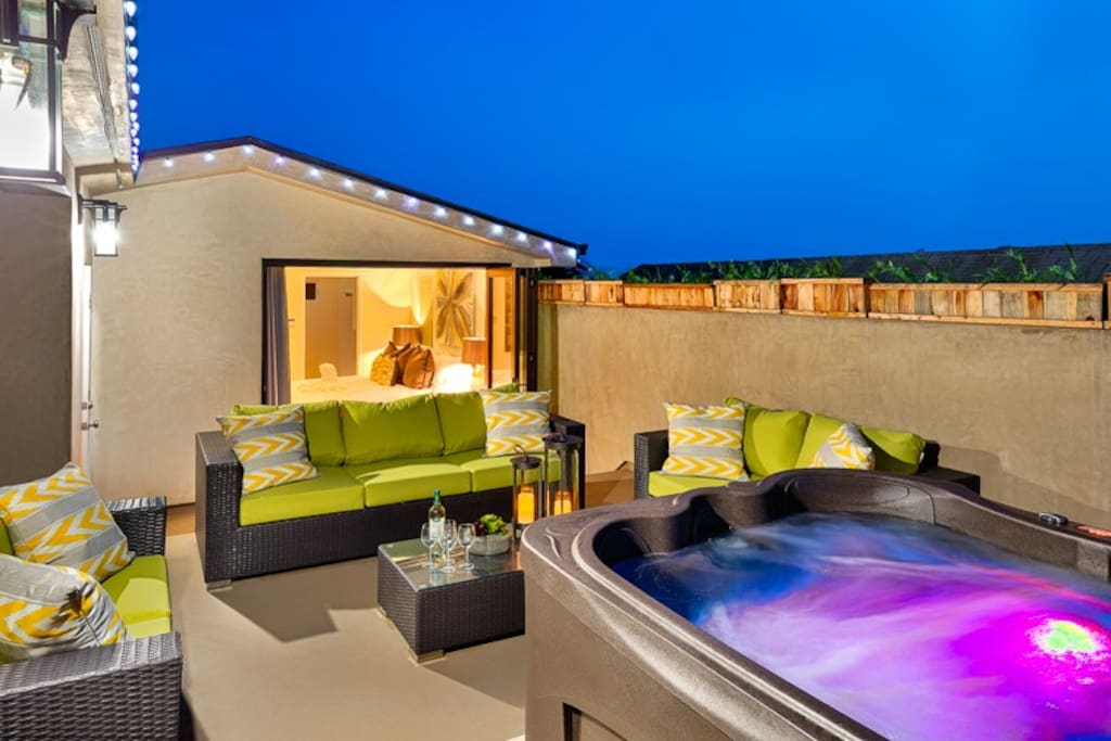 Imagine your vacation on this jacuzzi deck, less than a block from the beach! Modern Luxury 2 deck.