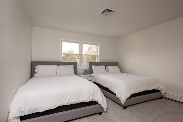 Guest Room 3 - 2 Queen Beds, TV