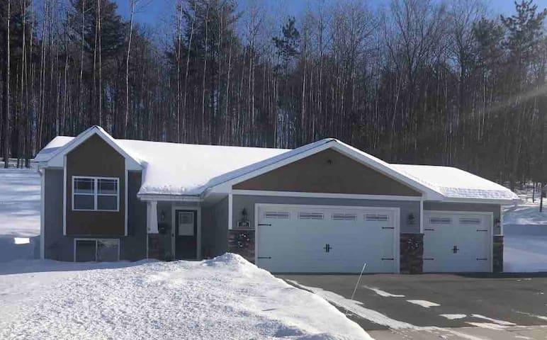 ComfyTwo Bedroom Suite w/Easy Hwy/Ski Hill Access