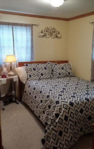 Cozy bed in Oneida Lake Region - Central Square