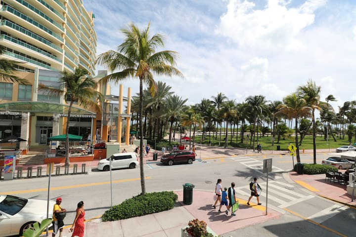 Ocean Drive's Heart! South Beach prime Beach Front