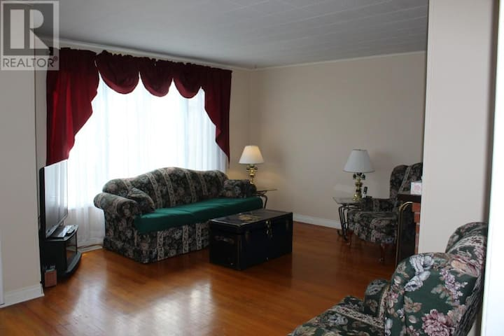 Room in Mount Pearl - Mount Pearl