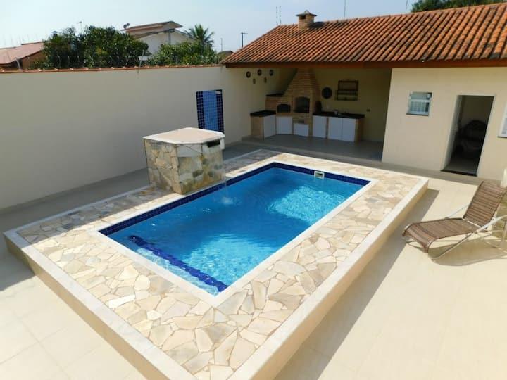 Casa em Peruibe,3 dormitórios, piscina