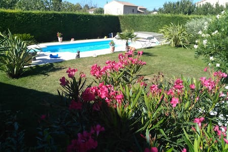 Chambre dans villa avec piscine et jolie jardin - Lapalud - Wikt i opierunek