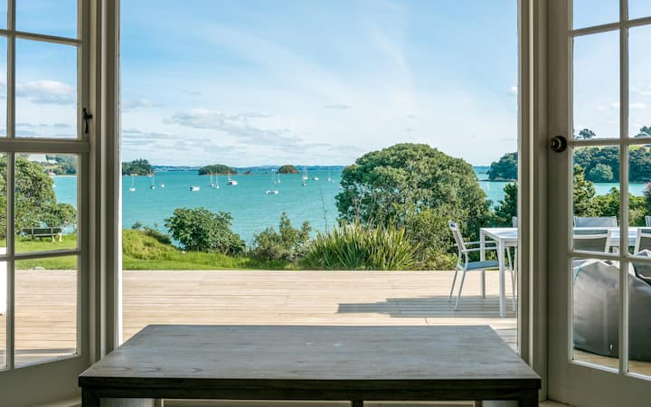 Waiheke beach front cottage