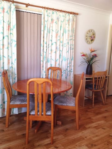 Granny Flat with air-con & Pool - Carrara - Appartement