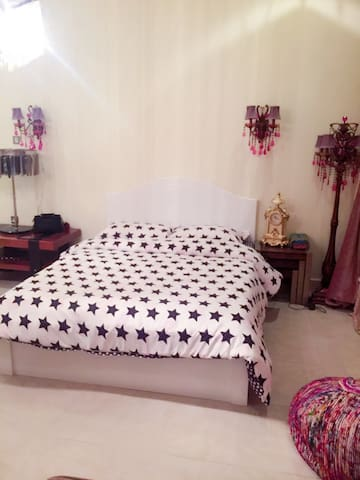 Warm and Romantic room in the villa - Doha - Villa