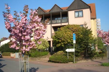 Möbl. 3 Zi. Wohnung H8 - Friedrichsdorf - Huoneisto