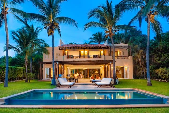 Your Private Lux resort, Beachfront w/Full Staff