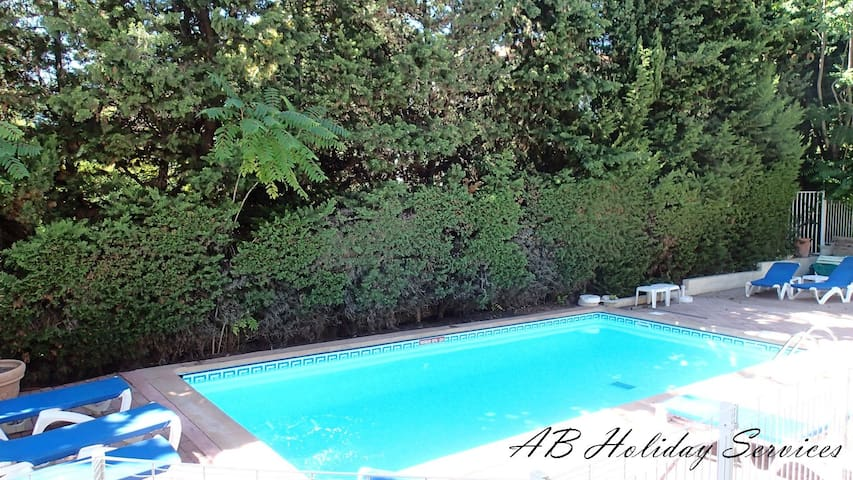 Nice, flat 2-3 persons with Pool 600 m beach