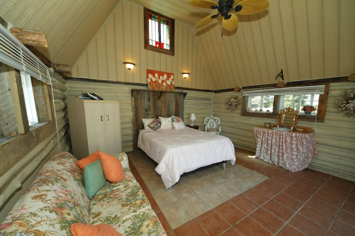 Cosy Bunkie at Woodview On the Lake