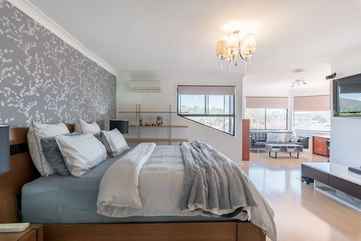 LUXURIOUS PRIVATE KING SUITE ROOM SYDNEY- PRESTONS
