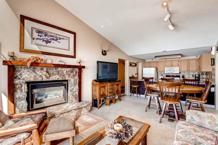 Ski-in condo w/ gas fireplace, mountain views & shared pool/hot tub/sauna!