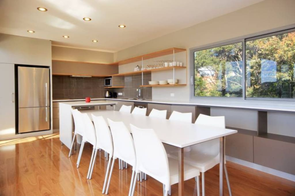 Modern open-plan kitchen and dining table (seats 8)