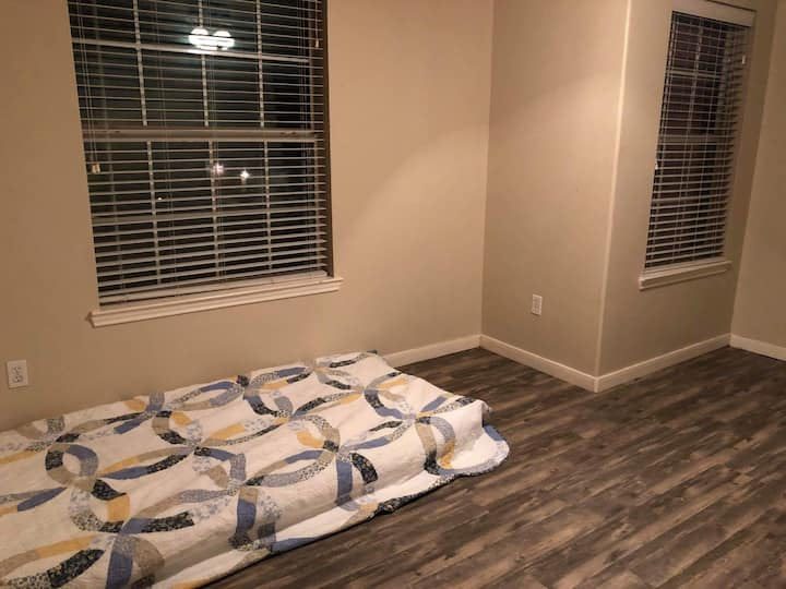 Relaxing clean room for guest in Tomball  TX area