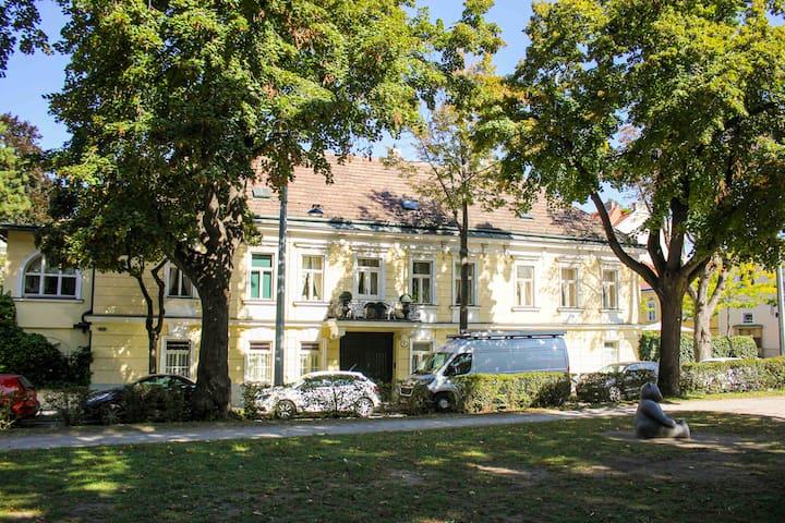 Gartenwohnung in Altbauvilla nahe Schönbrunn