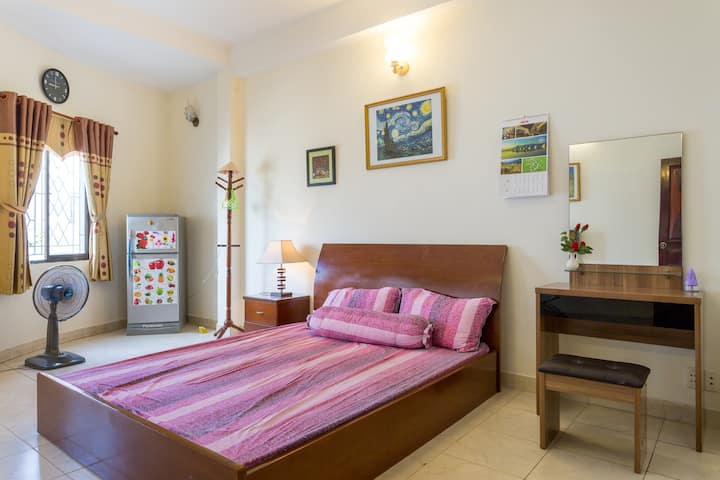 Homestay with 2 bedrooms & 2 bathrooms. Big save!