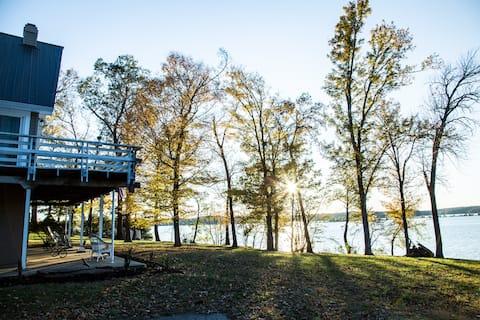 Rockcastle Lakefront Retreat