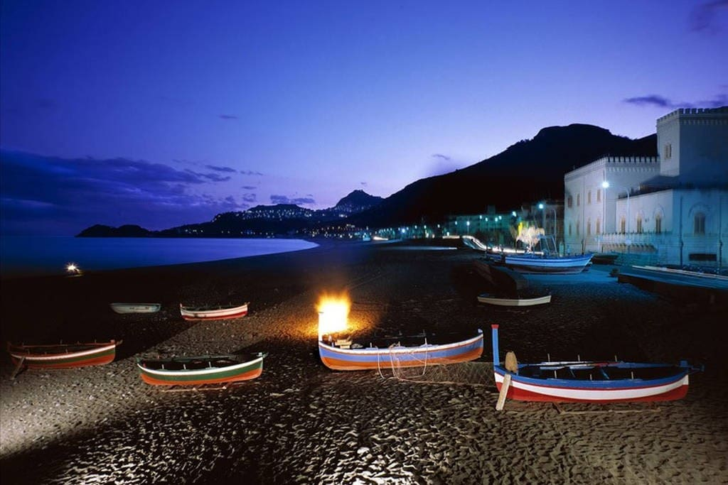 Spiaggia Letojanni by night