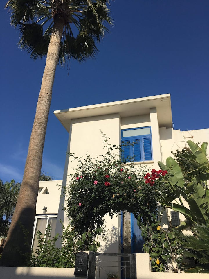EXCELLENT SUMMER HOUSE, 5-min walk to the beach