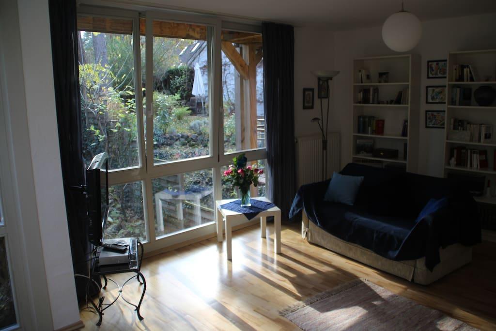 Einliegerwohnung mit wintergarten flats for rent in for Kleine ausziehcouch