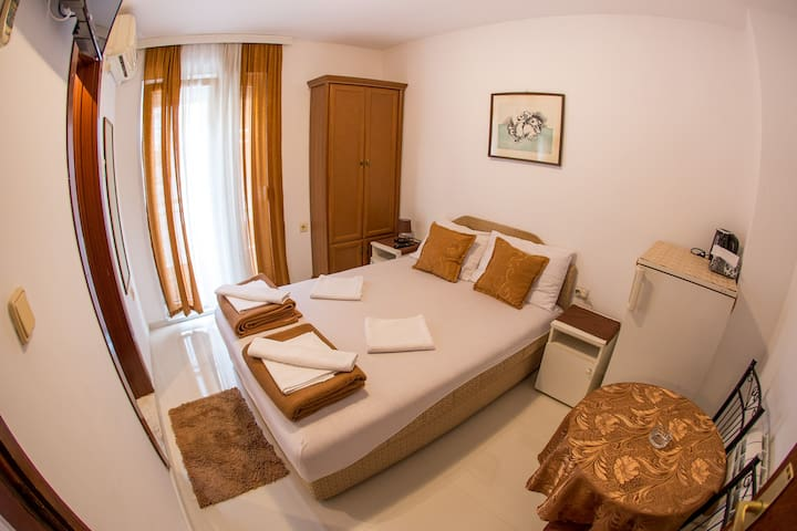 Private double room in Budva center #7