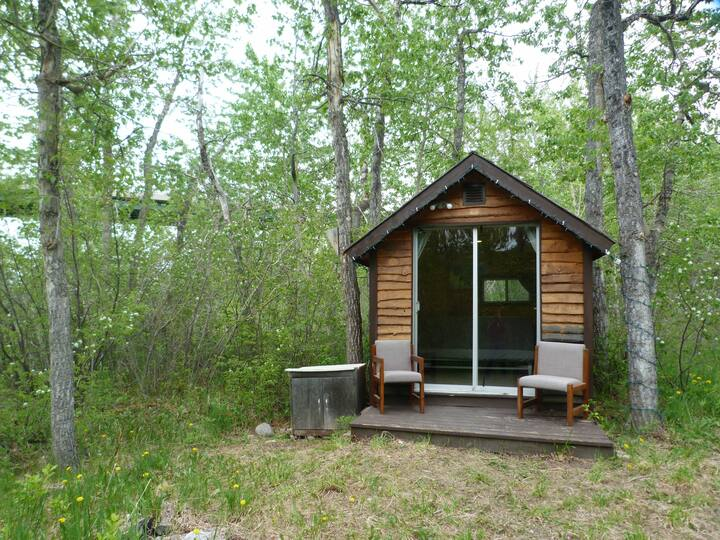 HollyWoods - Rustic camping/cabin get away
