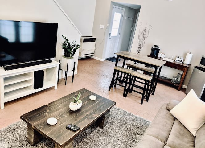 Large comfy cottage - 5 mins to downtown
