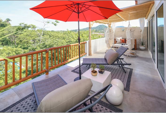 2B/2B Tranquil Luxury Penthouse with Jungle View