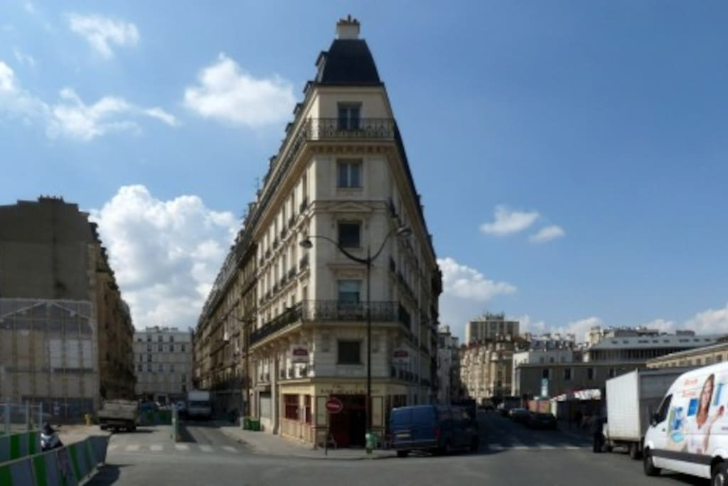 Welcome to the 18th arrondissement of Paris ! Live as a Parisian during a few days, near Montmartre, Barbès and Canal de L'Ourq...