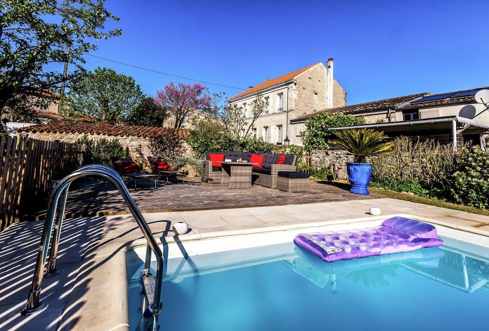 Piscine, terrasse et son mobilier - profondeur 1m30