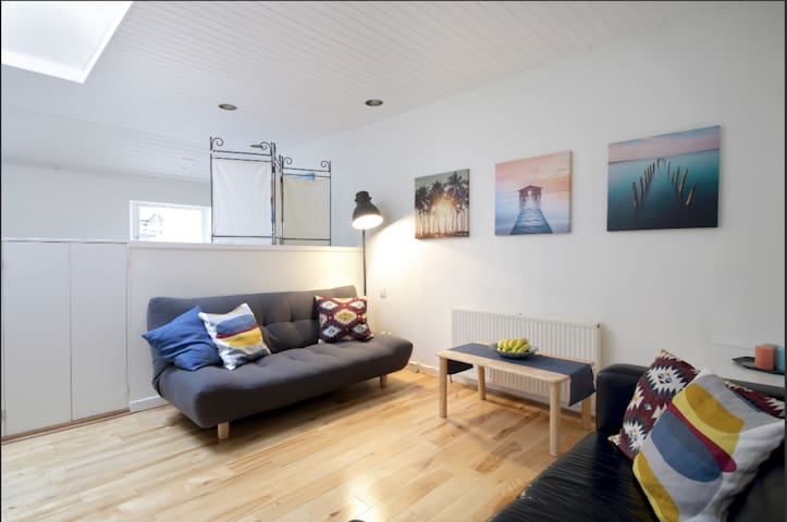 New Town Stylish Loft Apartment For 4 People