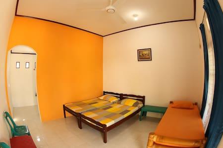 rudi's house ( homestay ) - standard room - Villa