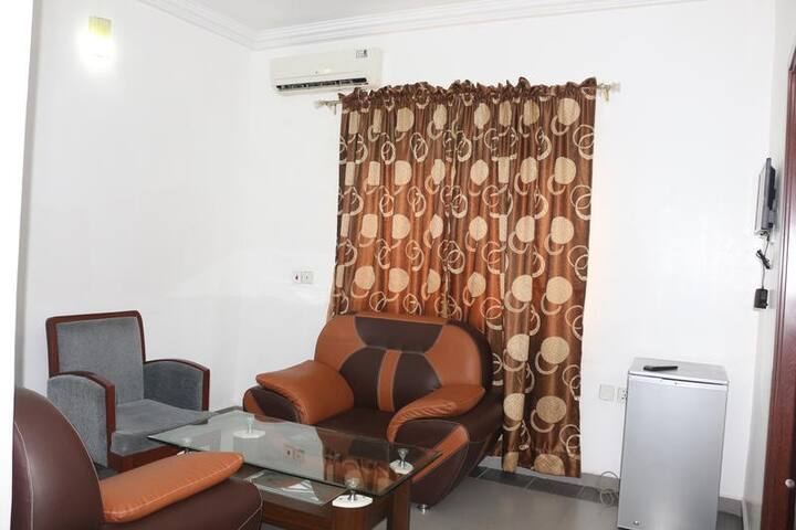 Phisbond Hotels - Business Suite