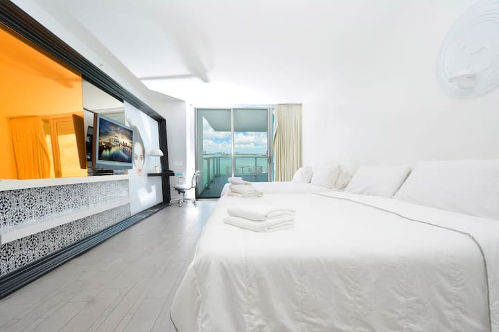 Amazing location 2 bedrooms 5* Condo Hotel #916