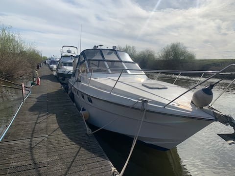 Spacious Boat on the River Severn, Worcestershire