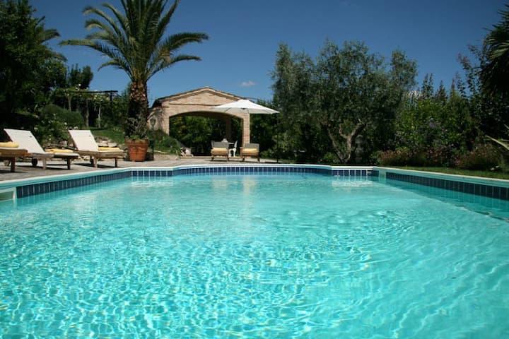 casa singola con giardino e piscina - stanza auror