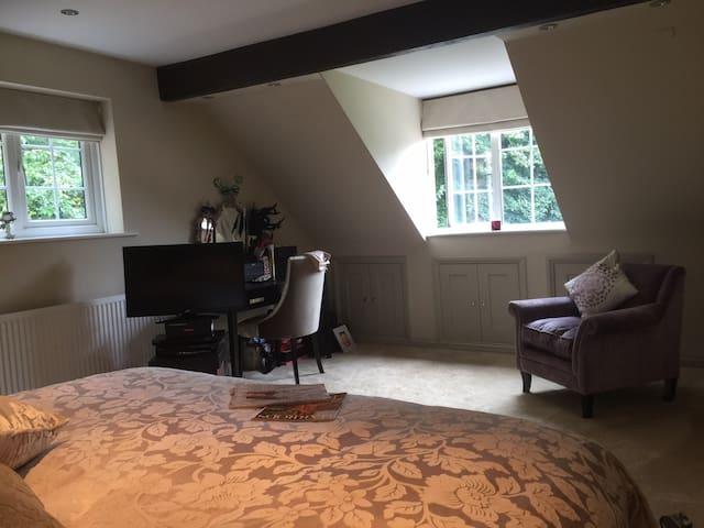 Oakville Cottage Windsor Berkshire Super King Room