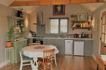 Shanagarry Cottage(Opp. Ballymaloe Cookery School)